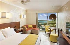 Holiday_Inn_Vanuatu_Lagoon_View_King